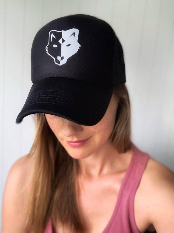 czapka z wilkiem